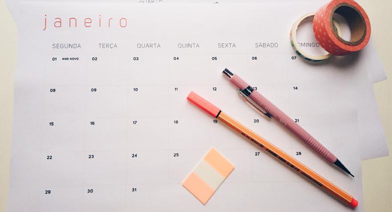 Caixa de Ferramentas da Patri: Organização e Produtividade. Conheça os 8 itens que utilizo diariamente pra organizar melhor o trabalho, o tempo, a vida e pra ser mais criadora e criativa. Blog post agência brick lane estratégia digital & conteúdo (Calendário; Calendar; Schedule)